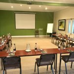 Takes up to 60 people. Projector, A/C, Free Wi-Fi and flip chart available