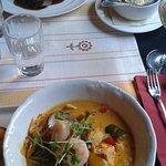 Zuppa di pesce e carne con verdure e patate al gratin