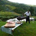 le chef prépare le barbecue