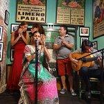 Bailaora, palmeros, cantaora y guitarrista.