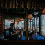 Приветливые официанты, профессиональное и быстрое обслуживание