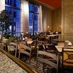 Foto de Mayflower Park Hotel