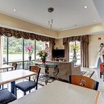 Photo de Memorylane Inn & Suites