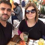 disfrutando nuestro almuerzo en Mangos Restaurante, en Larcomar, Miraflores con mi hijo