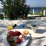Une vue à couper le souffle, une piscine superbe, un petit déjeuner très complet et un service p