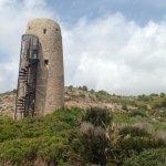 Una de las torres de vigilancia ante los ataques de los piratas berberiscos. Es visitable.