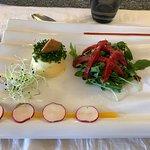 Subric de fromage de chèvre frais, ciboulette, poivron pelé confit maison