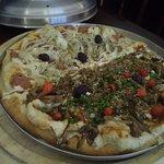 Pizza (mix de cogumelo + calabresa vegana)