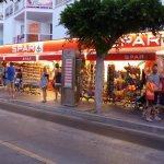 supermercato di fronte il Palmira Isabela