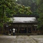 雨の諏訪大社(拝殿)