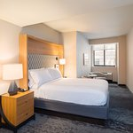 Full Bed Guestroom