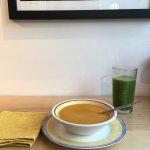 Une bonne soupe cumin, un smoothie épinard, menthe et kiwi ! Miam