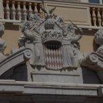 Dessus de la porte du palais