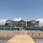 hôtel vue du ponton de la plage