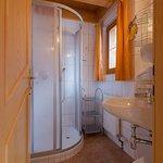 Standard-Doppelzimmer/ Beispiel Badezimmer
