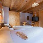 Dreibettzimmer mit Balkon/ separatem Einzelbett/ Du/ Wc/Flachbild Tv