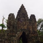 the gate to enter angkor thom