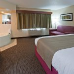 Americ Inn Duluth South Whirlpool Suite