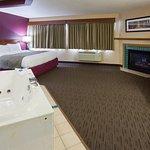 Americ Inn Duluth South Room Whirlpool Suite