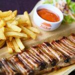 Coaste de porc la gratar, cartofi prajiti si sos Tudor Special