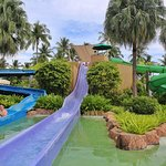 3 long water slides (for 100cm or above)