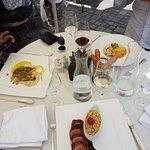 Vorne: Entenbrust mit Couscous, Links: Zanderfilet mit Selleriepüree, Rechts: Mittagsmenu