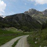Strada sterra nell'alto vallone di Saint Barthelemy