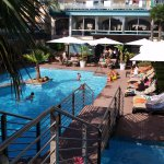 Belle piscine et propre (encore une fois si les gens respecte l'endroit)