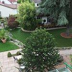 Ausblick von unserem Balkon auf den traumhaft schönen Garten