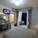Camera Matrimoniale o Tripla Raffaelli Park Hotel Forte dei Marmi