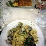 Spaghetti alle vongole e pesce spada alla messinese