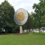 Toonie monument from ar