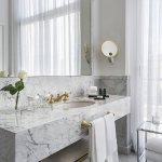 Suite Lounge bathroom