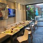 Sala colazione ore 8... i precedenti ospiti si erano alzati dal tavolo 1 ora prima!