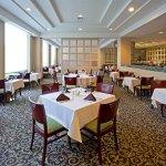 Pavilion Grille at LaGuardia Plaza Hotel