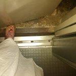 Ascenseur d'un autre âge qui fait des frayeurs.