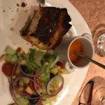 Amuses bouche, quiche (extra), brochette mixte, poulet au foie gras, et le menu...