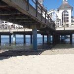 Seebrücke mit Pier von unten