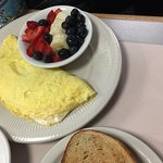 Omelet with fresh fruit