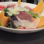 L'entrée melon jambon salade bien généreux et frais!
