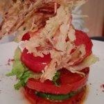 Gamberi e avocado con pomodori, Agnello al forno, polpette con zucchine