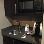 Photo de Holiday Inn Express Hotel & Suites Dallas (Galleria Area)