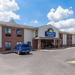 Photo de Days Inn & Suites Cambridge