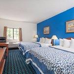 Photo de Days Inn & Suites Cambridge