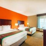 Photo de La Quinta Inn & Suites Houston Bush Intl Airport E