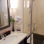 Photo of Halong Paradise Suites Hotel
