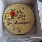 Joghurt Torte mit Marzipan Glasur