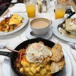 Bien ¡Bueno!😋 Excelente desayuno y servicio.  Gracias a los atentos empleados por hacernos sent