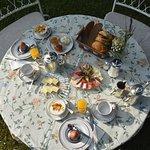Ein Frühstück im Garten
