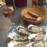 6 oysters with wine